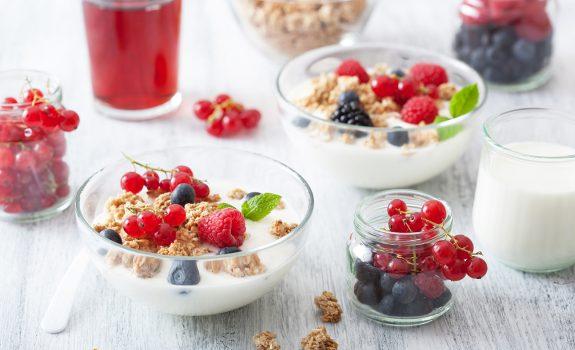 De drie lekkerste yoghurt combinaties voor in de ochtend
